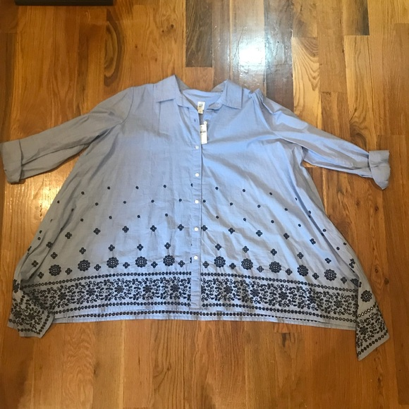 GAP Tops - NWT GAP Women's Embroidered Button-Up Top - Size M
